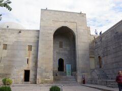 さて、旧市街のメイン観光地シルヴァンシャフハーン宮殿です。 いきなり宮殿内部ですが、周囲の様子は(3)を参照してください。 旧市街(イチェリシャハル)は、2000年に「城壁都市バクー、シルバンシャー宮殿、および乙女の塔」の名称で世界文化遺産に登録されました。