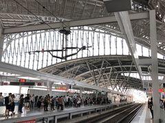台鐵台中駅のホーム。 プユマ号が来るのを待ちます。  チケットは「台鐵e訂通」というアプリで予約し、 駅の窓口でチケットを受け取りました。
