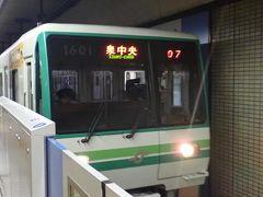 12月8日金曜日。 仙台市営地下鉄東西線の長町南駅からSENDAI光のページェント会場に近い勾当台公園駅に向かいます。時刻は午後5時10分。ちょうど点灯式が行われると発表されていた時間です。 点灯式の瞬間は大混雑するだろうと思って少し時間をずらしたつもりでしたが・・・