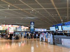 成田山を後にし、なんとなく、近くにある成田空港へ。第一ターミナルの出発フロア。