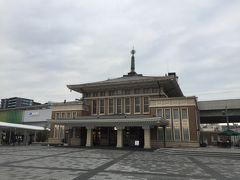 JR奈良駅前に旧奈良駅のりっぱな駅舎が残ります。ただ、地上からホームが動いてしまってちぐはぐですね。