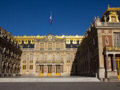 09:22、無事、オーディオガイドを借り、宮殿の中庭に出てきました。