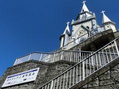 Google map見てたら佐世保駅前に教会があるじゃないの。 ちょっと寄ってみよう♪  あ、あれ、崖の上にあるなんて知らなかった。 はーはー言いながら登るしかありません。。
