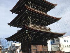 まずは駅から近い飛騨国分寺へ。 三重の塔。
