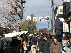 川沿いの宮川朝市へ。 名前の通り午前中のみの市場です。