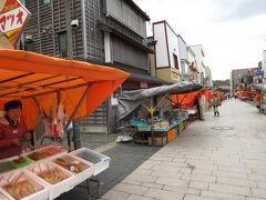 ズワイガニ、魚介のお店が多いです。