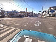 カーブが終われば もう軽井沢 うわっ 混んでる 軽井沢駅前交差点は この交差点の中まで 車が詰まっちゃって 避けながら通り過ぎる感じになってた (写真はグーグル)