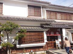 松本ICで長野道を下りて15分、松本市内にある《木曽屋》に来ました。  なわて通りからほど近い、白い壁に格子戸が素敵なお店です。今日はここでランチにします。