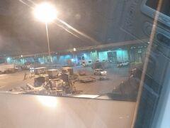 アブダビ国際空港に到着です。