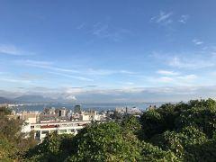 大津SAで弟家族と待ち合わせ。  遠くに琵琶湖。  いい天気になりそう。