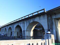 【国鉄五新線 新町高架橋跡】 1939年着手、奈良県の五条駅と和歌山県の新宮を結ぶ計画の路線。そりゃ無理だって・・・。 【土木学会選奨土木遺産】 その1最後の夜景にも写っています。
