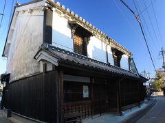この他にも古い町屋が沢山残っています。 【重要伝統的建造物群保存地区 五條新町通り】