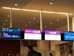 夜の空港にテンションがあがります! 深夜発の飛行機でしたが、世界のさまざまな人々が羽田から乗って行く。 不思議な感覚。