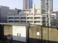 地下鉄下りて 朝の混雑の中仙台駅へ猛ダッシュ 駅地下から2階まで階段 3階までエスカレーターを駆け上がります 目的の車両を探して 自由席へ移動します 無事二人掛け席に陣取りました すぐ発車 間に合ったー 行って来まーす