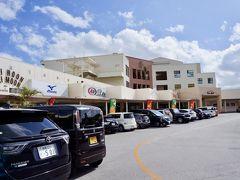 レンタカーで向かったのは、沖縄市のプラザハウス。  以前、こちらで開催されていた双子堂の販売スポットを目当てにきましたが、飲食店も気になっていたのです。