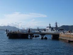 お店の前が「アレイからすこじま」 日本で唯一、潜水艦を間近で見ることができる公園です。 護衛艦も沢山見ることができます。奥に見えるのは国内最大級の「かが」ですね。