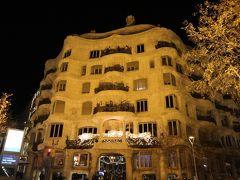 Cerveseria Catalanaの待ち時間に、翌日行くカサ・ミラを予習。