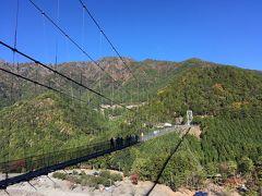 大阪駅に朝7時に集合してバス出発。 10時前には谷瀬の吊り橋へ到着しました!