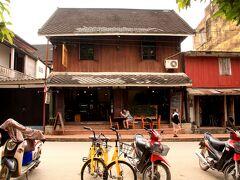 メコン川沿いをぶらぶら歩いて、こちらのカフェで一休憩。