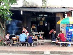 まだ朝ご飯を食べれそうだったので、このお寺の向かいにあるお店へ。