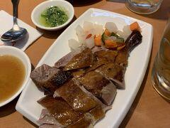 第1ターミナル国際線出発ロビー近くにある 麦記正宗港式焼臘さんで、最後の締めを台湾ビールで行いました^_^ 何のお肉だったかな~?このロースト⁈ う~ん。。(苦笑)