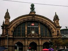 フランクフルト駅。 駅周辺はあまり治安が良くないと情報誌には書かれていて ちょっとドキドキしながら歩きました。  ここからマインツへ向かいます。