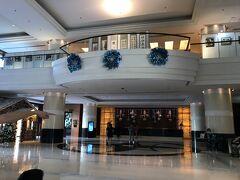 ホテルはSMシティデブという大きなショッピングモールに隣接したラディソンブルーセブにしました。  警察犬も常駐しセキュリティーチェックが毎回あります。 日本語話者のスタッフは見かけませんでした。