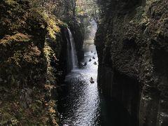 滝見台から、真名井の滝を拝みます。よくガイドブックなどで見る光景です。行き交うボートも景観に華を添えています。 しばし絶景を楽しみました。