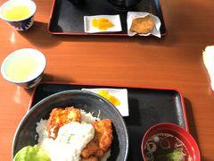この道の駅内にあるレストランでお昼を食べました。 チキン南蛮丼(900円)と高千穂牛丼(900円)、高千穂牛コロッケ(160円)です。昼時は、満席になるほど人気のレストランでした。