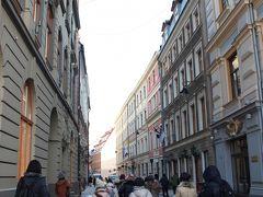 ワーグネラ通り(R.Vagnera)を歩いていきます。  作曲家ワーグナーが住んでいた家がある通りです。