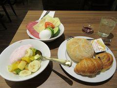 ホテルで朝食