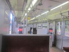 カエルタウンを泣く泣く(?)出発した所から、本旅行記は開始となります。  紀勢本線もこの辺りのローカル列車(昼間)は、お客さんが少ないようですね…。
