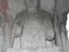 世界遺産「龍門石窟」。莫高窟、雲崗石窟とならぶ中国三大石窟のひとつ。石窟1300余、仏像97000余体が全長1キロの山肌に刻まれているのは圧巻だ。
