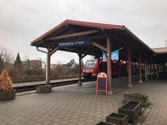ローテンブルク駅に到着しました。 石畳み道は安物のスーツケースには過酷すぎるのでタクシーでホテルまで。 でも6ユーロ程でしたね。