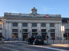 https://4travel.jp/travelogue/11421050 からの続きになります。  【9/18(火) 午後】 午前中『ポン・デュ・ガール』の観光を終え、アヴニョン駅に戻ってきました。