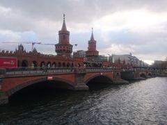 (11:55) 1896年にできたオーバーバウム橋。東西分断の時代には検問所もあったそうです。寒いので橋は渡りませんでした。