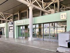 ちょっと早着して到着したのは関西空港第1ターミナルです。  関西空港第1ターミナル 08:27