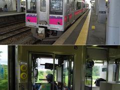 弘前に着いたら、向かいのホームの秋田行 701系電車にお乗り換え。   前日のキハ48の運転士はまだ見習いだったようだけど、東はこんな田舎線区でも女性を多く運転士に登用しているのね。北海道じゃ女性乗務員なんて札幌近郊の電車の車掌程度なのに。
