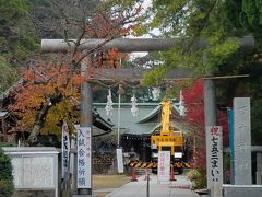 迷わなければ10分位で着く  「乃木神社」  日露戦争の激戦、旅順攻囲戦で有名な乃木希典の家が有った場所。