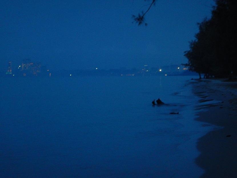 ◆2018年12月7日(金) 滞在3日目。オトレス2ビーチで迎える2度目の朝です。この日は朝の午前5時30分に部屋を出て、オトレス1の北端まで歩くことにしました。予定時間は片道1時間。