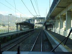 今井駅通過。 ずっと新幹線の高架線が並行している。