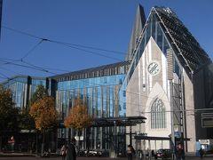 こちらは、「ライプチヒ大学」の建物。東ドイツ時代は「カール・マルクス大学」と呼ばれていたそうです。   近代的な建物のパウリゥムとアウグストゥトイム。  教会風です。   ゲーテやニーチェ、森鴎外、そしてメルケル首相もここで学んだそうです。