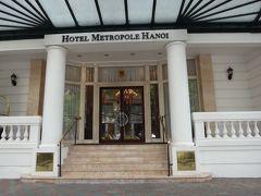 かっこいいホテル!と思ったら、メトロポールではありませんか。初ハノイの時に、ここでお茶しました。このドアは裏口のようです。