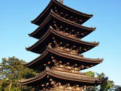 興福寺を通っていきます。