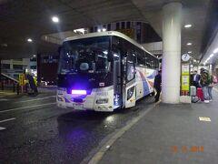 松戸駅西口 0505発 羽田空港行き リムジンバス。