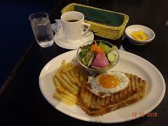 Royal Cofffee Shop で朝食。