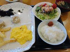 朝ご飯はバイキング。雑な盛りでしたが美味しくいただきました。