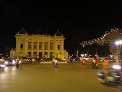 夜のオペラハウス。もっとライトアップしたらいいのに。