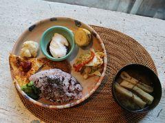 地元の食材をふんだんに取り入れた朝食が美味しい。 前回沖縄に来て大好きになったジーマーミ豆腐もあるよ! ジーマミーはピーナッツのことで伊江島の特産の1つ。