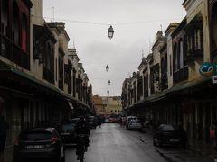 その後、ユダヤ人街を歩きます。朝早いし、雨だし、お店もオープンしていなくて静かです。